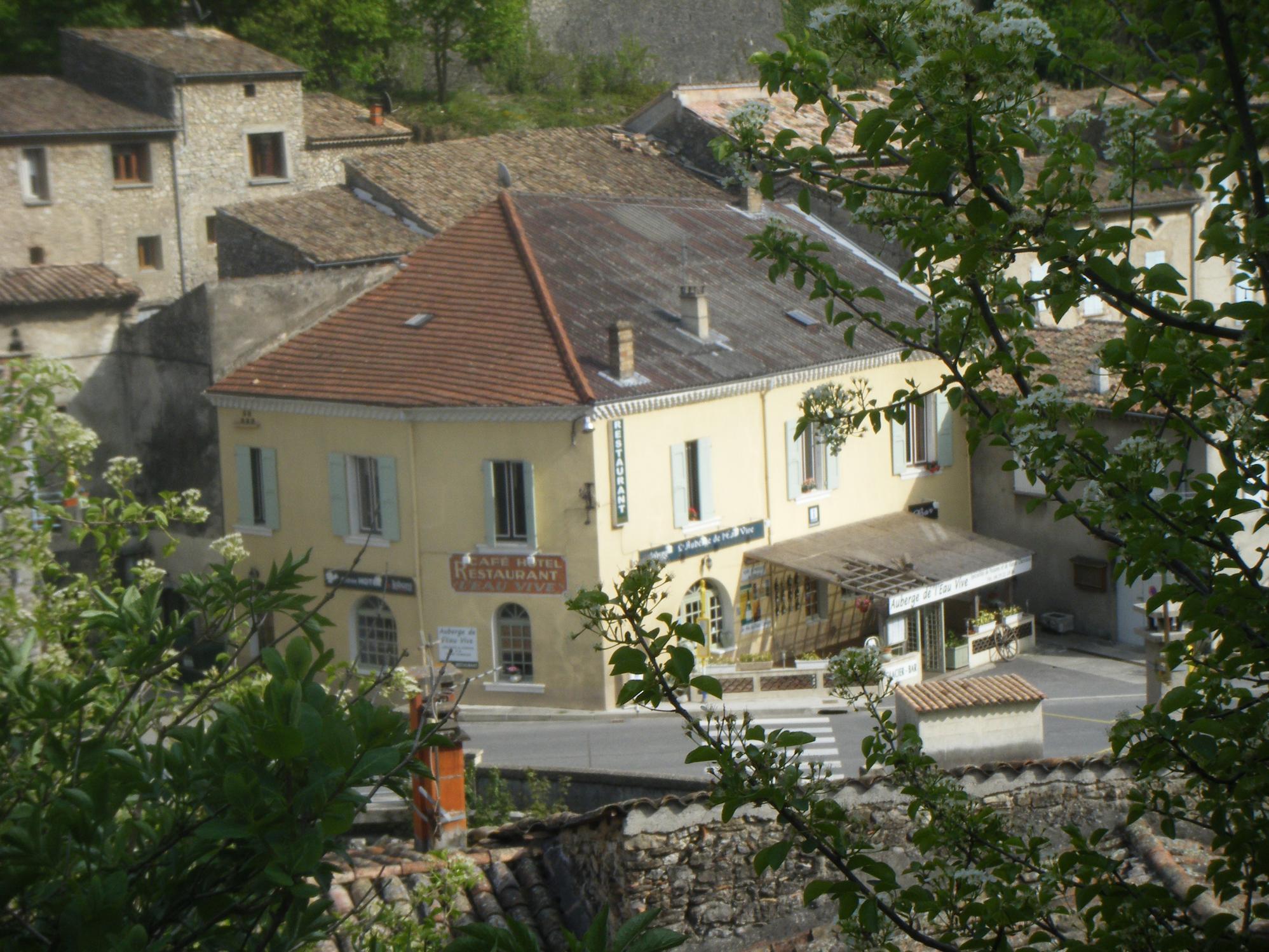 Auberge de l`Eau Vive, Pontaix, vue du château